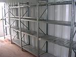 Lagercontainer mit Regalen